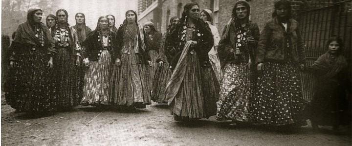 nn, Kalderash Women, England 1911, cropped, 3743579_f1024