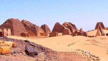 File source: http://commons.wikimedia.org/wiki/File:Sudan_Meroe_Pyramids_30sep2005_4.jpg